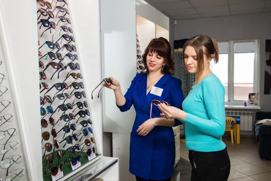 Выбираем солнцезащитные очки в салоне в Молодечно