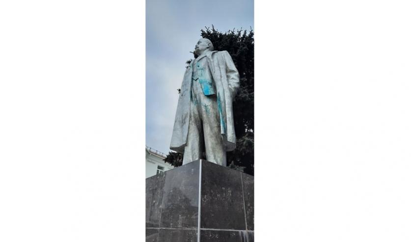 Памятник Ленину в Браславе облили краской. Март 2021 года