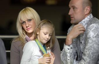 Павел Беганский с женой Екатериной и дочерью Настей. Фото с сайта www.goals.by