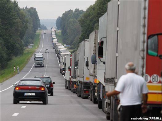 Около 650 грузовиков ожидают выезда из Беларуси в ЕС