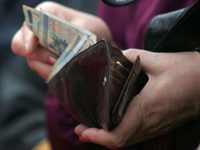 В Мурманске у пенсионерки украли кошелек прямо в магазине