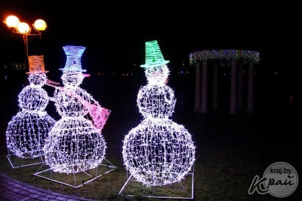 Светящийся снеговик из проволоки своими руками 46