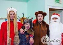 Новогоднюю сказку «Маша и Медведь» на спортивный лад показали воспитанники клуба «Самурай» в Вилейке. Фото предоставлено Край.бай Евгением Конопелько