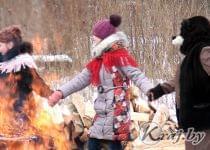 Древний праздник в честь медведя – Комоедицу – отметили в Поставском районе 19 февраля. Фото Леонида Юрика
