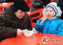 К перловой каше с тушенкой полагался хлеб и горячий чай. Фото Катерины Сушко, Край.бай