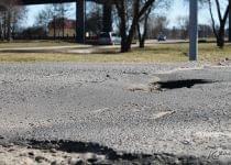 Молодечненцы недовольны состоянием дорог в городе. Фото Катерины Сушко, Край.бай