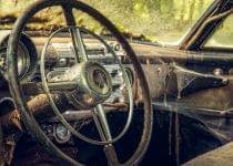 Под Вилейкой водитель «Опеля» не справился с управлением и въехал в дерево – пострадала жена